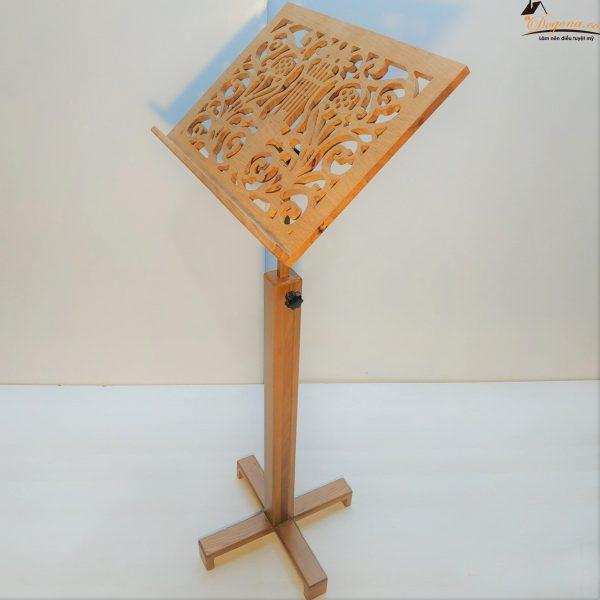 Giá nhạc cổ điển khắc hoa văn